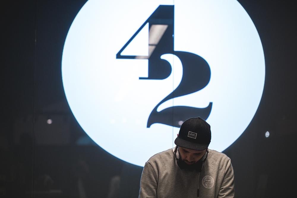 DJ-42
